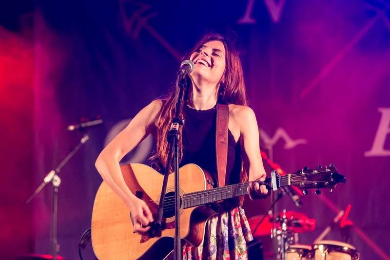 Alícia - Cantante y guitarrista para bodas