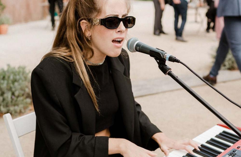 Piannista cantante Andrea